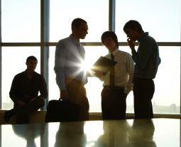 A inovação aberta é uma tendência que busca conhecer a opinião dos funcionários ou clientes. É também uma nova oportunidade para o setor financeiro?